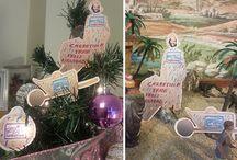 """""""Tierna y Blanca Navidad"""" / Personaliza tus adornos, decora tu casa, tu coche, tu oficina...lo que tú quieras y envíanos la foto a elcarretillero@carretilla.info. Un fantástico lote de productos Carretilla con Extra de Espárragos te está esperando!"""