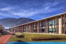 Scuola elementare di Vipiteno (BZ) / fornitura e posa di facciate continue serie ZA 52, serramenti in alluminio, lucernari, tende frangisole interne.