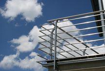 Balkone & Geländer / Ist der Neubau eines Hauses abgeschlossen, ist ein Balkon häufig das erste Element, das zur Vervollständigung benötigt wird. Neben Sicherheitsgründen geht es dabei auch um eine ansprechende Gestaltung, die den Gesamteindruck komplettiert.