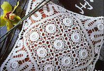 Almohadones crochet ll / by clara martinez