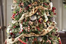 The Best Christmas Tree Decorations / Have you ever been unsure of how you want to decorate your Christmas Tree? You know you want your tree to be grand and unique out but you are unsure of the colors or style to purchase. Well here are some great Christmas Tree Decoration ideas to help your vision come alive this Holiday Season!