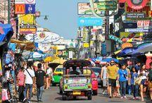 Bangkok - das Tor zu Südostasien /  Hier treffen sich Reisende aus aller Welt auf ihrem Weg zu traumhaften Stränden, beeindruckenden Tempeln oder unvergesslichen Natur-Abenteuern. Doch nicht nur aus diesem Grund gehört Bangkok zu den drei meistbesuchten Städten der Welt. Es ist das riesige Angebot an interessanten Sehenswürdigkeiten und Aktivitäten, das einen Aufenthalt hier so attraktiv macht.