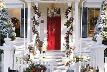 Christmas decorations on Fences / Decorating fences for the holiday season.