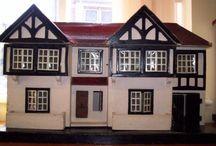 Miniatures et maisons de poupées anciennes