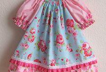 Babykleider / In liebevoller und sorgfältiger Handarbeit hergestellte Babymode.... Kleidchen, Röckchen, Höschen....