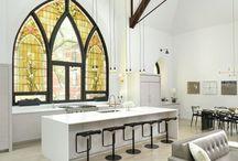 Antigua iglesia convertida en un maravilloso hogar ecléctico