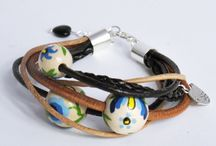 Bracelet / Bracelet in Kashubian range of colors , traditional white beads on . Constructed from leather straps , beads, hand-painted in Kashubian patterns and silver-plated spacers . Finish in the color silver. The whole measuring 19 cm - is regulated .  www.farwa.pl