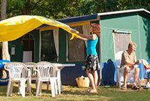 Vacansoleil - Accommodaties / Welke accommodatie je ook kiest: je kampeert altijd met de luxe die je van thuis gewend bent. Lekkere, echte bedden, een keuken en –in een stacaravan- een eigen douche en toilet.