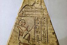 pyramidions d'obélisques et de tombes