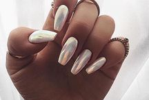 nails spring summer / light warm neutral nudes pink peach neons white glossy babyboomer ombre gold silver chrome arielle nailart glitter