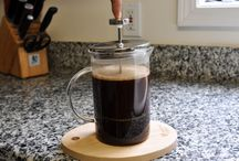 Café / El café se puede definir una bebida adictiva y los amantes del café definitivamente son adictos a este líquido. Recetas de café, recetas con café, fotos de café. Encuentra imágenes sobre el mundo del café.