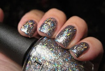 Glitter Nail Looks / A collection of nail looks using glitter nail polishes.