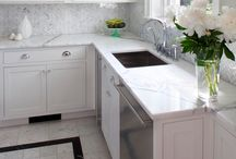 White Carrara Marble Tile Kitchen Design Ideas / The Bianco Carrara floor tile collection not only upgrades your home, the ambience it creates speaks volume about your personality as well. Do you want your guests to go wow each time they walk into your home? Bianco Carrara collection is the renovation you are looking for!