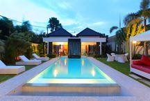 Villa Kalamansi / Villa gaya modern yang penuh warna