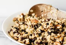 Homemade Granola / Making it at home is so much yummier than buying it at the store!