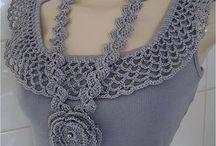 collares. perlas y crochet