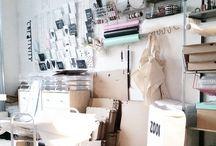 Werkkamer/kantoor / Foto's van mijn werkkamer/kantoor. Ik noem het ook wel een georganiseerde chaos.