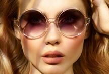Colectiile Victoriei Beckham  / Adesea numita Regina Ochelarilor de soare, Victoria Beckham, high end designer, ofera an de an colectii de ochelari de soare foarte confortabile!