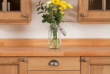 Creating Farmhouse Oak Kitchens / Kitchen components from Solid Wood Kitchen Cabinets are ideal for recreating a gorgeous farmhouse-style kitchen.