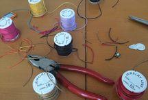 Schmuck basteln / Aus alten Ohrringen und Anhängern neue Armbändchen machen. Ganz einfach!