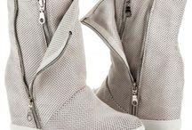 Dámské kozačky a boty na podpatku
