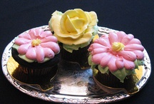 Buttercream Flowers and Cakes / by Sherri B