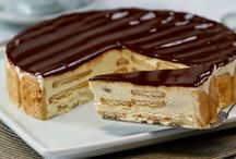 Gourmet - Cakes, Cupcakes, Brownnies & Pies / by Julia Salgueiro