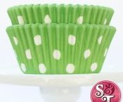 Vendor love - Sweets and Treats Boutique / Looking for amazing party supplies like baking cups & colorful straws?  Sweets & Treats Boutique is one of my FAVORITE places to shop.  http://shopsweetsandtreats.com/