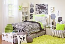 Leilani Kiwi / The bright and dynamic linear patterns of our Leilani patterned set give your dorm bed new life, and with five color choices including a bright kiwi that's perfect for the springtime, you'll be one step closer to making your bed the envy of your floor mates! This high fashion look is the perfect theme for an easy-to-create dorm room of your dreams.