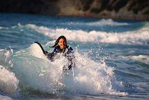 Reiseziele für Wasserbegeisterte / Impressionen von der Wiege des Surfens auf Hawaii bis zu heimischen Surfspots.