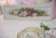 Biely obraz nad postel