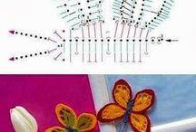 Horgolt pillangók virágok