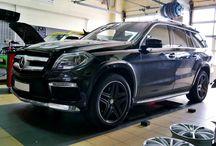 REALIZACJA: Mercedes-Benz GL 350 BlueTEC / Przedstawiamy nasza kolejną realizację. Tym razem prezentowany Mercedes-Benz GL 350 BlueTEC trafił do naszego serwisu nie w celu wymiany układu wydechowego, a dodania odrobiny mocy. Dokonaliśmy tego za pomocą sprawdzonego modułu mocy Remus Powerizer.  Więcej informacji na naszym blogu: http://www.remus-polska.pl/realizacja-mercedes-benz-gl-350-bluetec/  Wyłączny Dystrybutor REMUS INNOVATION Remus Polska - http://www.remus-polska.pl/