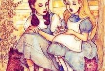 tytöt keskustelee