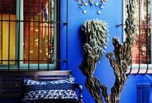 Barevné fasády a malovaný nábytek