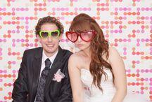 Fotobudka na svatbě Barunky a Vládíka / Zábavný fotokoutek pro hosty na růžové svatbě Barunky a Vládíka. Chcete ho taky? Svatbotéka vám ho připraví!