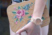 Ahşap Saat Şıklığı: Jord Wood Watches / Yeni saatim ise Jord ahşap saat. İlginç ve yaratıcı saatler ilginizi çeker mi?  Siz de benim gibi sevenlerdenseniz, kadın ve erkek için pek çok model ve renk seçeneği sunan bu saatler, sizleri modellerin arasında seçip yapamayıp, ufak çapta bir koleksiyoner olmaya yöneltebilir. Ahşabın dokusunu çok seviyorum. Bu yüzden ahşap kol saati de fikir olarak beni etkiledi.