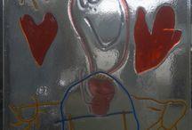 kinderkunst in glas / tekeningen van kinderen tussen 3 en 5...koppoters, omdat ze zo geweldig zijn