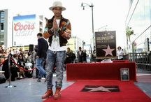 Pharrell Williams ya tiene su estrella en el Paseo de la Fama de Hollywood