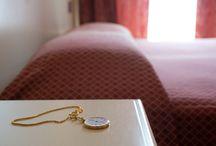 Le nostre camere Puccini / Ideali per viaggi di lavoro, ma anche per week-end di svago sul Lago di Garda, le camere intitolate al maestro Puccini sono tutte rinnovate e dotate di servizi di qualità per un soggiorno  all'insegna del relax.