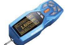 Strumenti di misura / Vasta gamma di strumenti di misura professionali. Multimetri, oscilloscopi, Termocamere ad infrarossi, Misuratori di spessore, Misuratori di rivestimenti, Microsopi digitali, durometri.