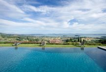 Casale La Caprara / Near Cortona facing Lake Trasimeno with breathtaking views from every window. This is the perfect villa for a family reunion, a birthday celebration, a renewal of vowels or a simply elegant country wedding For information info@tuscan-days.com