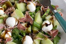 Zomerse salade / Zomerse salades met kip, aardappel fruit enz. Fris en gezond als bijgerecht, maaltijd gerecht of bij de barbecue.