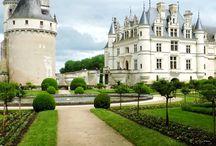 Loire castles / The Loire area is famous for its beautiful castles.