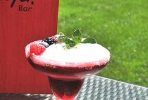 La Roja Bar / Die La Roja Bar im neuen 4-Sterne PhiLeRo Hotel Köln bietet eine gemütliche Atmosphäre. In der Kölner Bar werden moderne und kreative Cocktails serviert. Dabei werden frische hausgemachte Produkte mit Alkohol gemixt. Im Sommer bietet die Bar auch eine Terrasse mit Garten an. Hausgemachte Snacks runden das Angebot in der Bar La Roja in Köln ab.