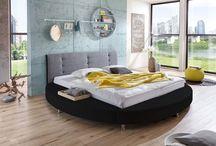 Schlafe gut mit SAM® / Dein Bett ist der Mittelpunkt deines Schlafzimmers? Nein? Dann mach es dazu, mit einem neuen Bett von SAM. Denn erst wenn du dich in deinem Bett richtig wohl fühlst, kannst du tief und fest schlafen und deine Energie voll auftanken! Finde jetzt unter vielen Designbetten dein Lieblingsstück und schlafe dich einmal richtig aus.