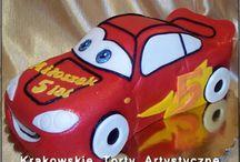 Torty dla dzieci dla chłopców / Tablica z przykładowymi zdjęciami tortów artystycznych wykonywanych w Krakowie w Cukierni Pod Arkadami na ul. Krakowskiej 5.