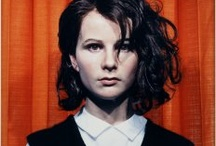 Thru Gillian Wearing eyes / Gillian is a 39 years old british artist and a lifetime member of the Royal Academy of Arts in London since she was 34. She's fucking amazing. She's also a 1997 winner of The Turner Prize, an annual prize which recognizes concept artists under the age of 50.