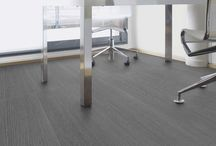 Pavimenti Pvc Autoadesivo / I pavimenti in PVC stratificato a lame autoadesive, dallo spessore di soli 2mm, sono facilissimi da posare anche in fai da te e sono pensati per ricoprire i pavimenti senza demolire.