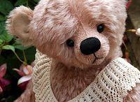Teddy bears / All things bear